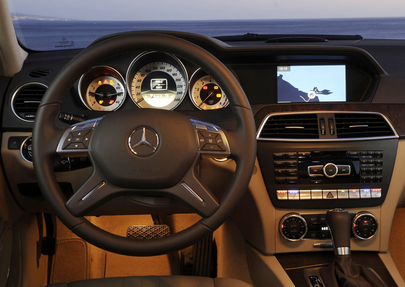 Interior-Mercedes-C-Class-model-2012